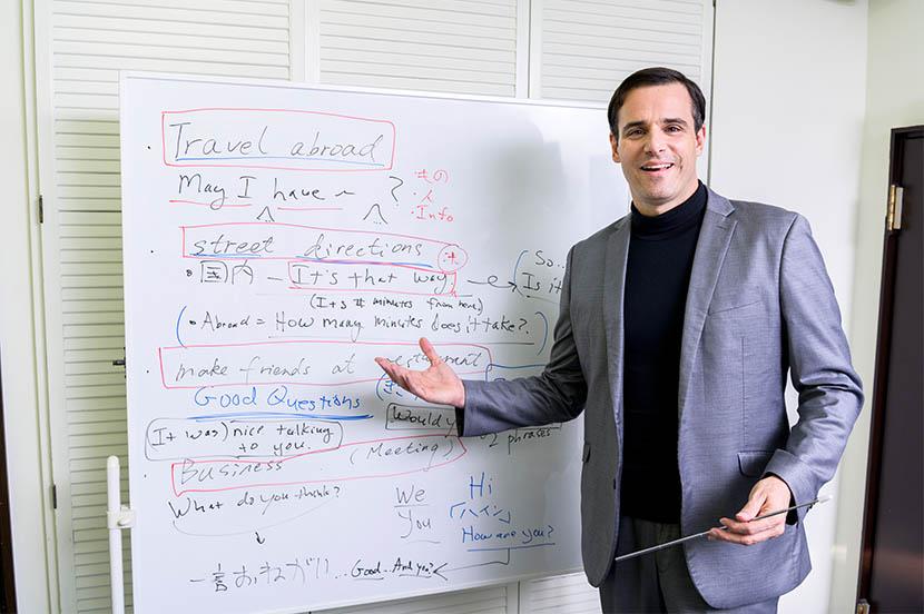 """英会話講師 スティーブ・ソレイシィ流 日常&ビジネスで使える最強フレーズ! 今年こそ""""英会話ができない自分""""を卒業"""
