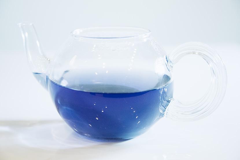 藍の青いお茶