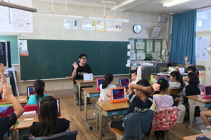 プログラミング教育の目的は課題解決の基本的な考え方を身に付けること。子供向け学習アプリ開発チームリーダーインタビュー