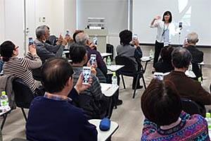 スマホアドバイザーとZoomで会話しながらアレコレ教えてもらえる「オンラインスマホ教室」開催中!