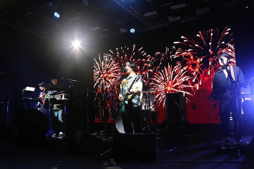 次世代ロックバンド、マカロニえんぴつがリクエストライブ&最新スマホ「Google Pixel 4a」を使った企画に挑戦!ファンとつながるオンラインイベントリポート