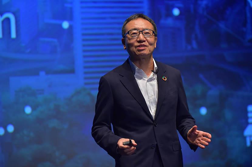 ソフトバンク株式会社の宮内謙  代表取締役社長