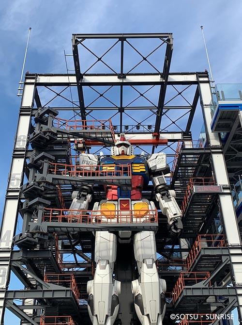 """It Moves! 18-meter """"Moving Gundam"""" Robot Revealed in Yokohama with Virtual Cockpit Powered by SoftBank 5G"""