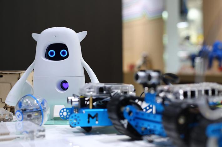 なぜ高島屋が教育用ロボットを売るのか? 2020年プログラミング必修化に向け、学習を支える百貨店の役割