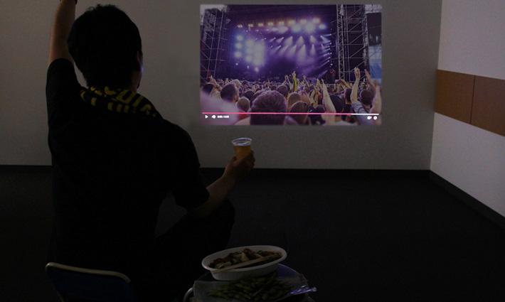 VRで臨場感アップ! たった30分で家をほぼ野外フェス会場にする方法を教えます