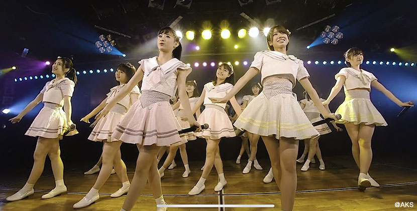 え!? まさか…。こんな目の前で AKB48 が歌って踊ってくれるなんて! − VR体験レポート