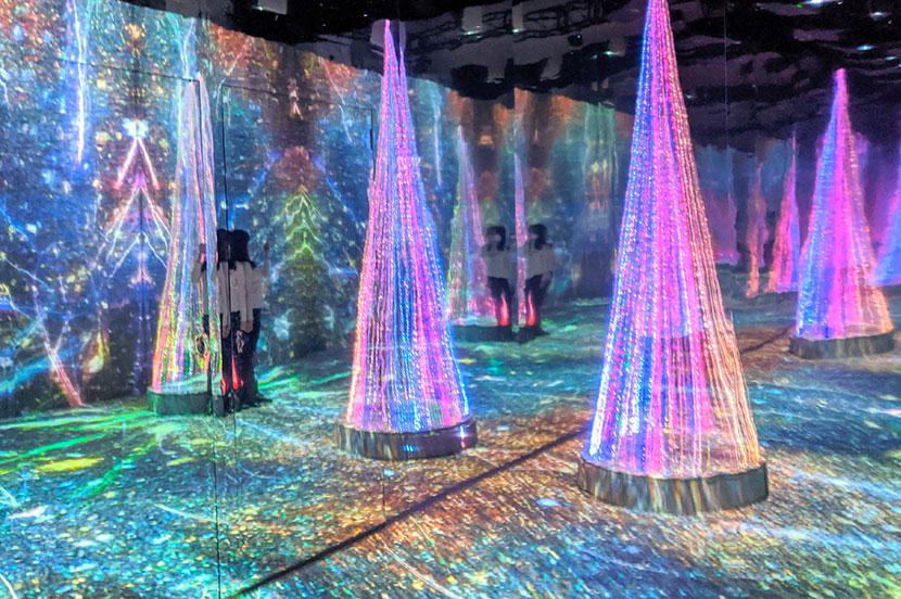 表参道の街中に雪がふる!光に包まれた幻想的なアート空間「SNOW FANTASIA Directed by NAKED」を体験