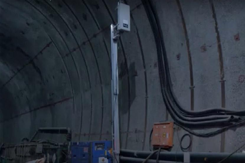 トンネル内に「おでかけ5G」を設置