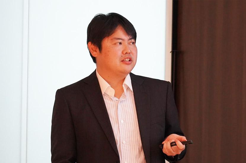 実証実験について説明する、Wireless City Planning 先端技術研究部 5G試験課 課長の田島裕輔