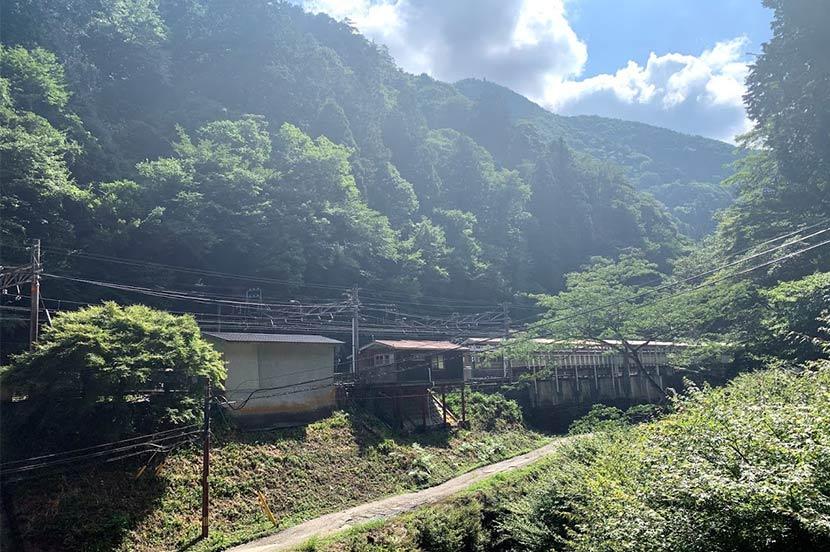 今回のフライトは山間の急峻な場所にある駅の設備点検