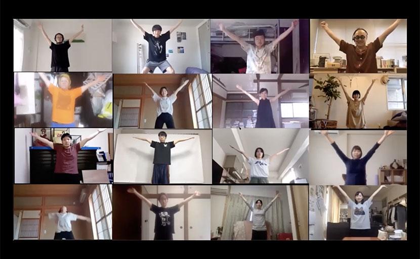 コンテンポラリーダンスのプロを講師に招いた身体表現の授業風景
