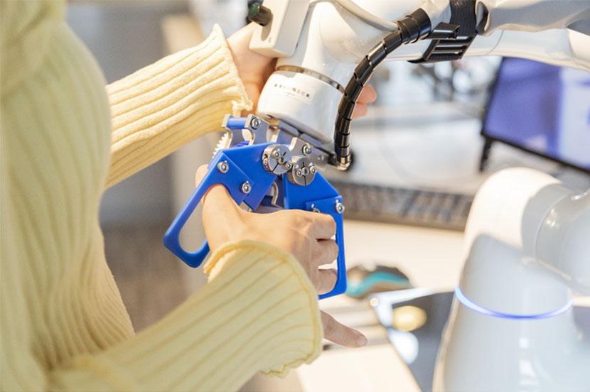 ロボットアームによる遠隔作業も体験できます
