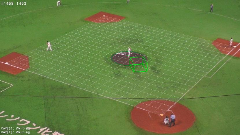 一塁側とバックネット裏に設置された映像解析用のカメラの映像を解析している様子