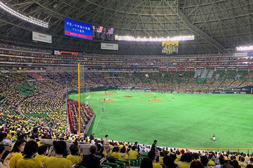 拍手が球場の微妙な雰囲気を伝えてくれる
