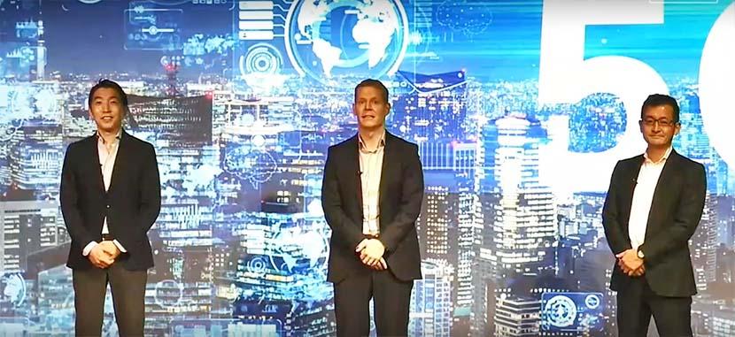 (左から)共同会見に登壇したソフトバンクの菅野圭吾常務執行役員、レノボ・ジャパン合同会社のデビット・ベネット代表取締役社長、モトローラ・モビリティ・ジャパン合同会社の 松原丈太(まつばら・じょうた)代表取締役社長