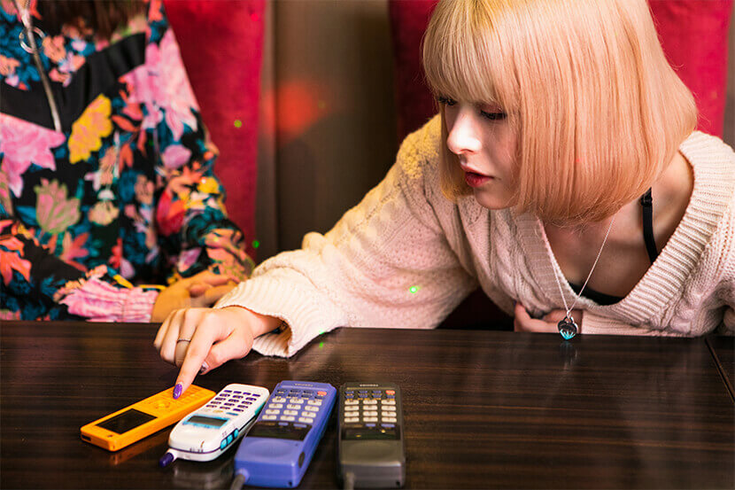 "PHSは電話というよりアクセサリー? |  コミュニケーションからカルチャーまで。""PHS世代""と""スマホ世代""が渋谷で語り合う、変わるモノ&変わらないモノ"