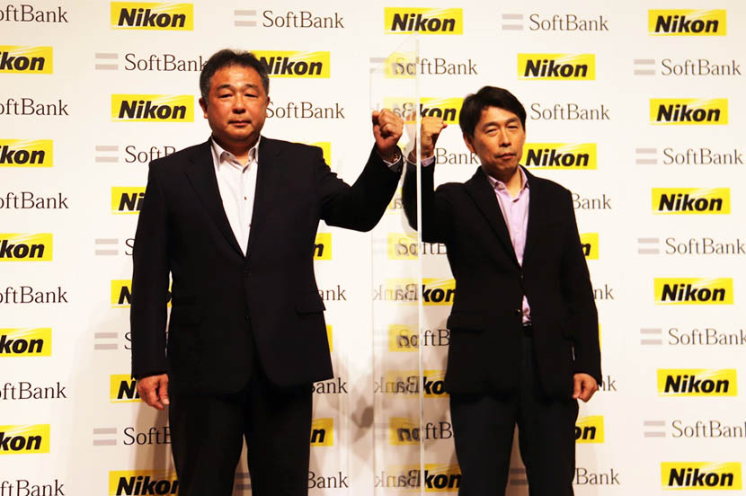 (From left) SoftBank's Hironobu Tamba, Vice President and Head of the IT-OT Innovation Division, and Nikon's Yuichi Shibazaki, Corporate Vice President and General Manager of Next Generation Project Division, at the press conference.