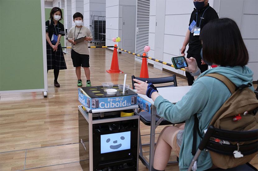 自律走行ロボットと一緒にママを「お・も・て・な・し」。人気が高いPepperのプログラミング体験も