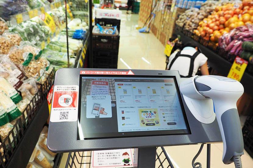 ショッピングカートがおすすめレシピを提案。業務スーパーで始まったAIを活用した次世代型の買い物体験