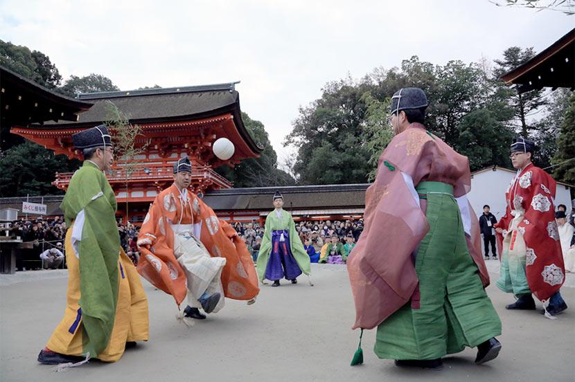 毎年1月4日に下鴨神社で行われる「蹴鞠」