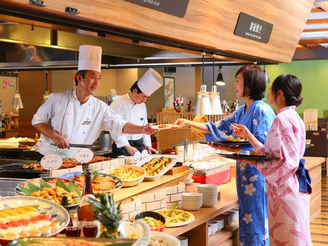 大江戸温泉物語 伊勢志摩の創作バイキングの厨房の画像