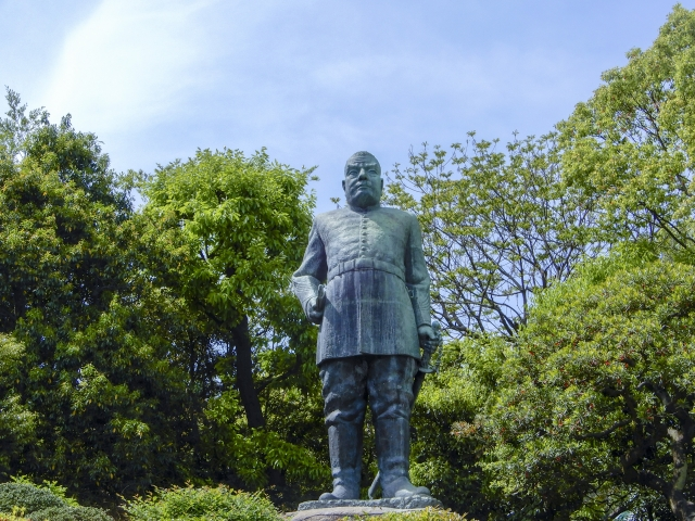 西郷隆盛の軍服姿の銅像の画像