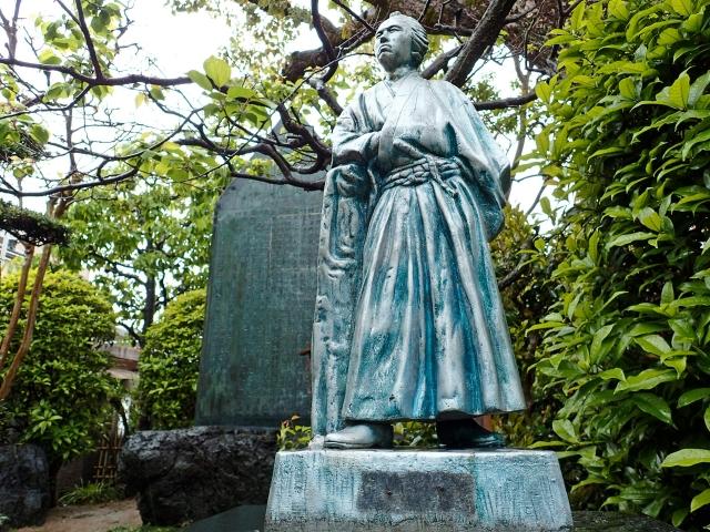 坂本龍馬の銅像の画像