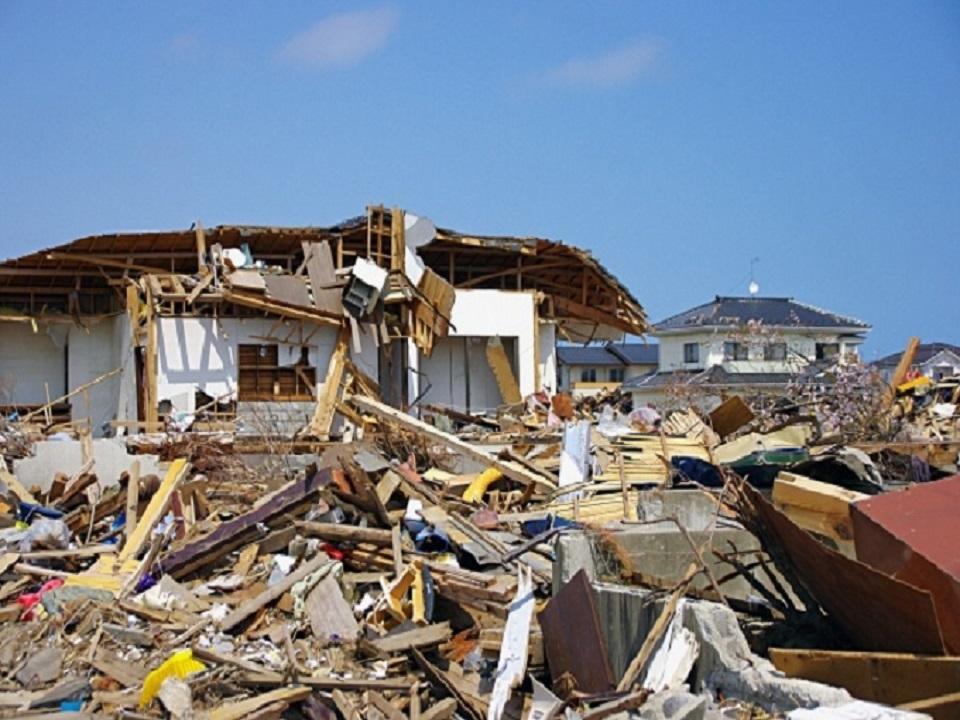 災害の後の瓦礫の画像