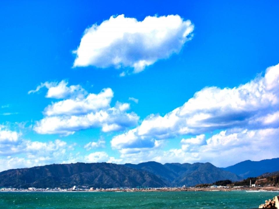 海と山と空の画像