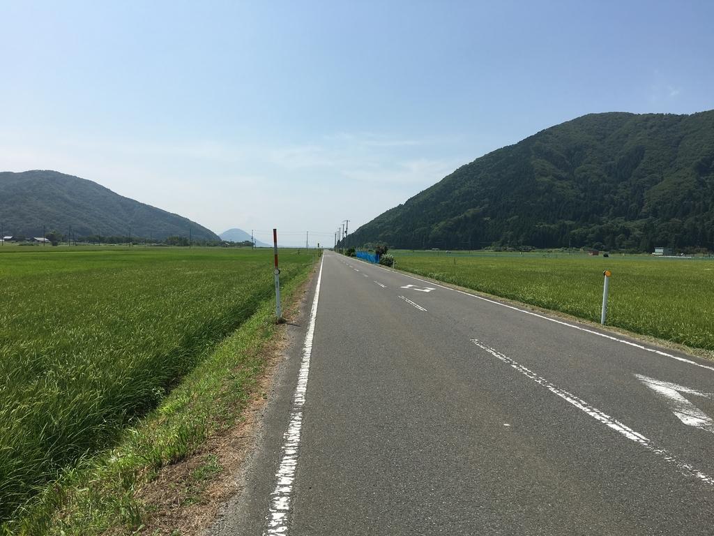 琵琶湖の湖畔の道路