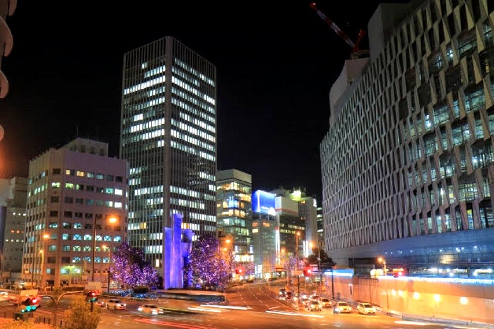 大阪駅周辺の夜の景観画像