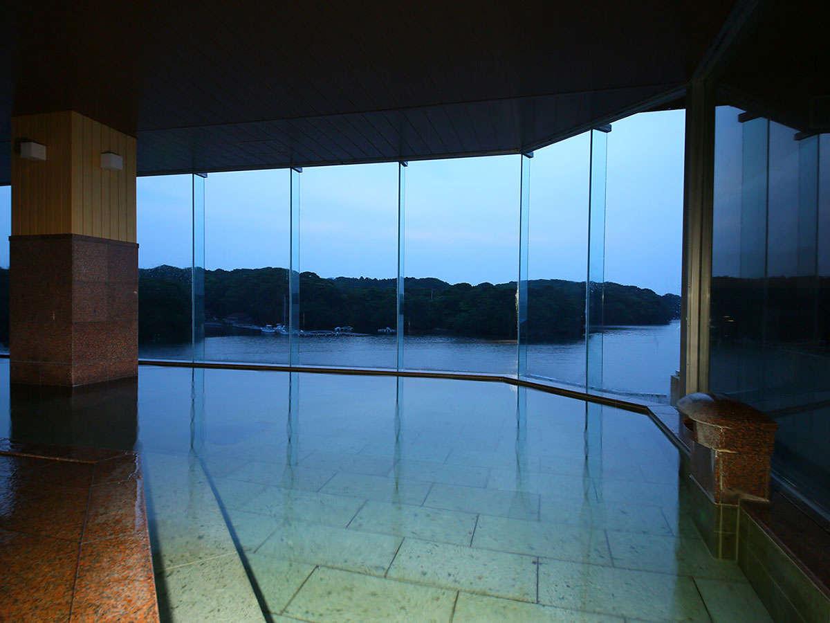 大江戸温泉物語伊勢志摩の内湯の夕方の画像
