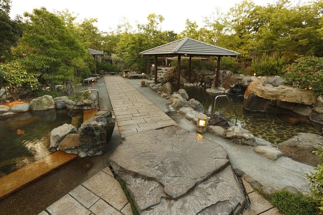 「延羽の湯」羽曳野店の露天風呂