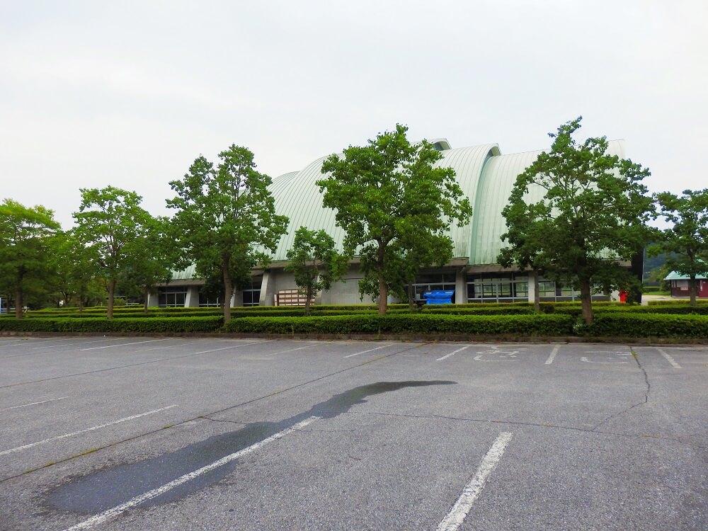 グリーンパーク山東のグリーンドーム横の駐車場