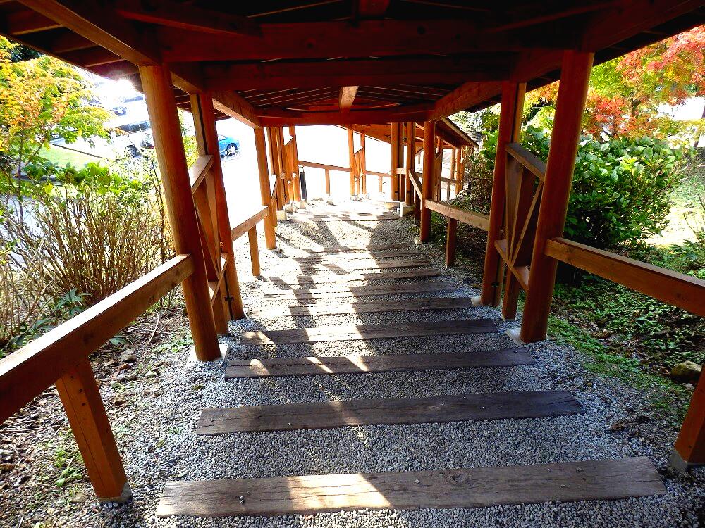 曽爾高原温泉「お亀の湯」への階段