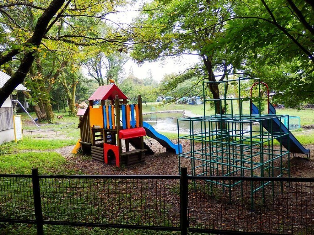 グリーンパーク山東のキャンプサイト内の小さなお子様用の遊具