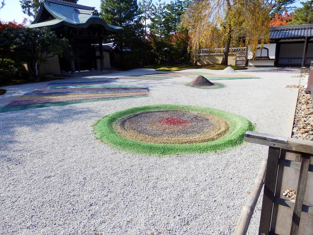 高台寺の方丈前の庭園