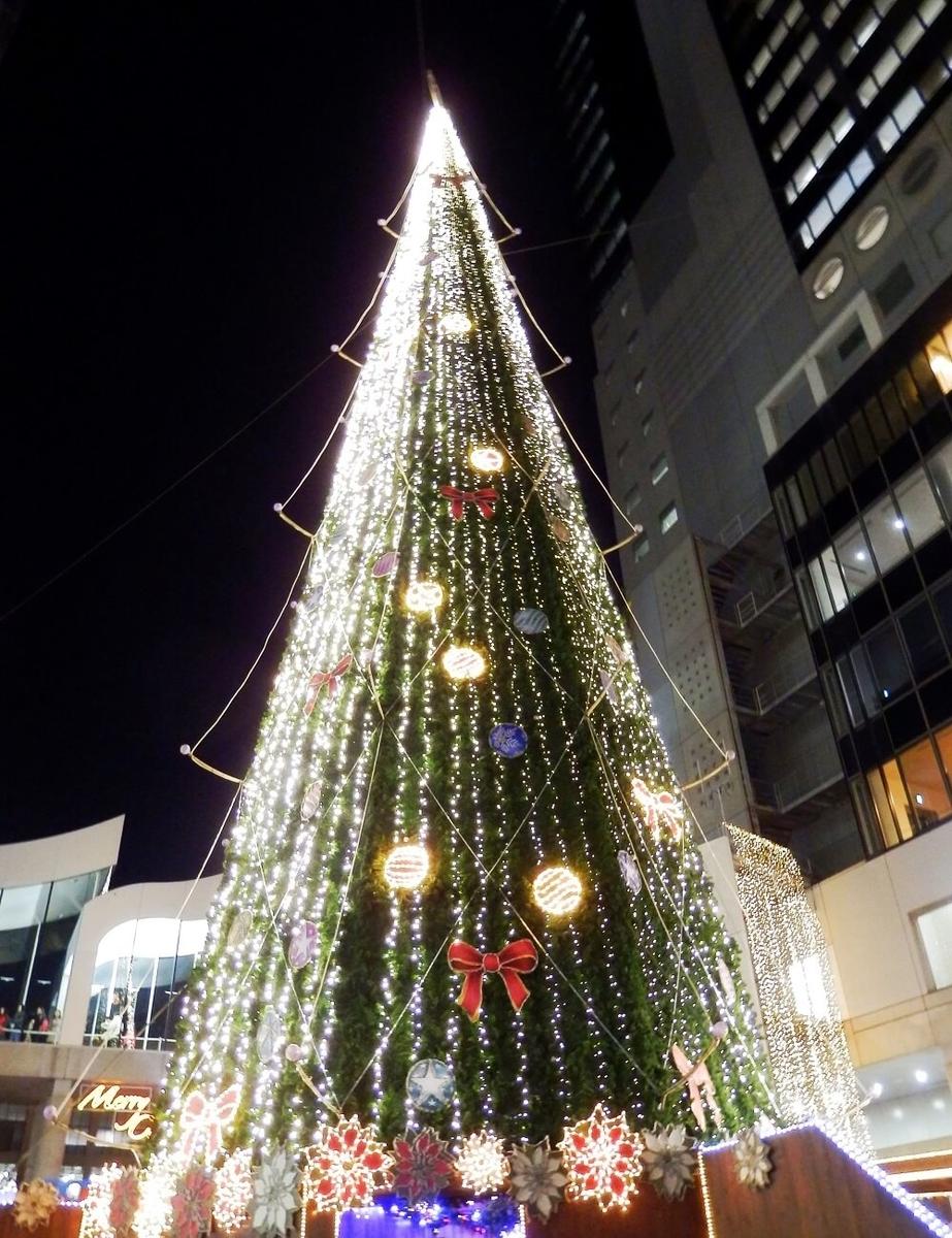 新梅田シティのワンダースクエアのクリスマスツリー
