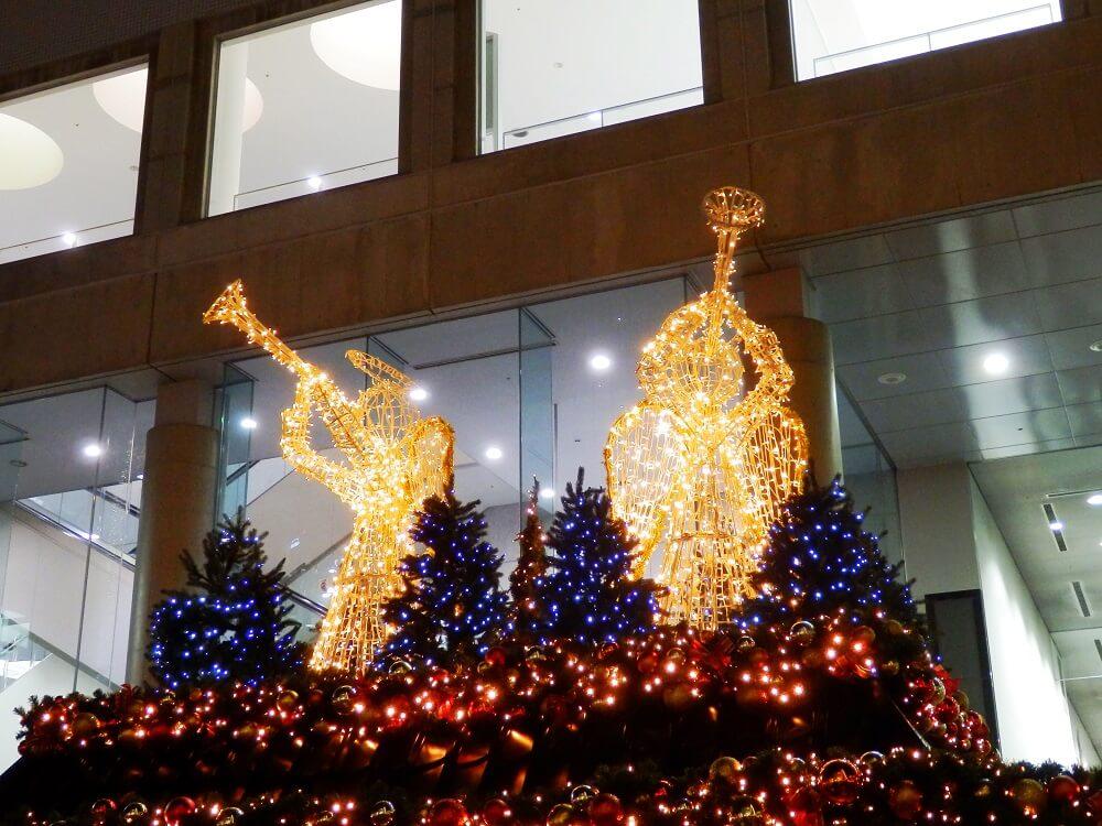 新梅田シティのワンダースクエアの天使がラッパを吹いているイルミネーション
