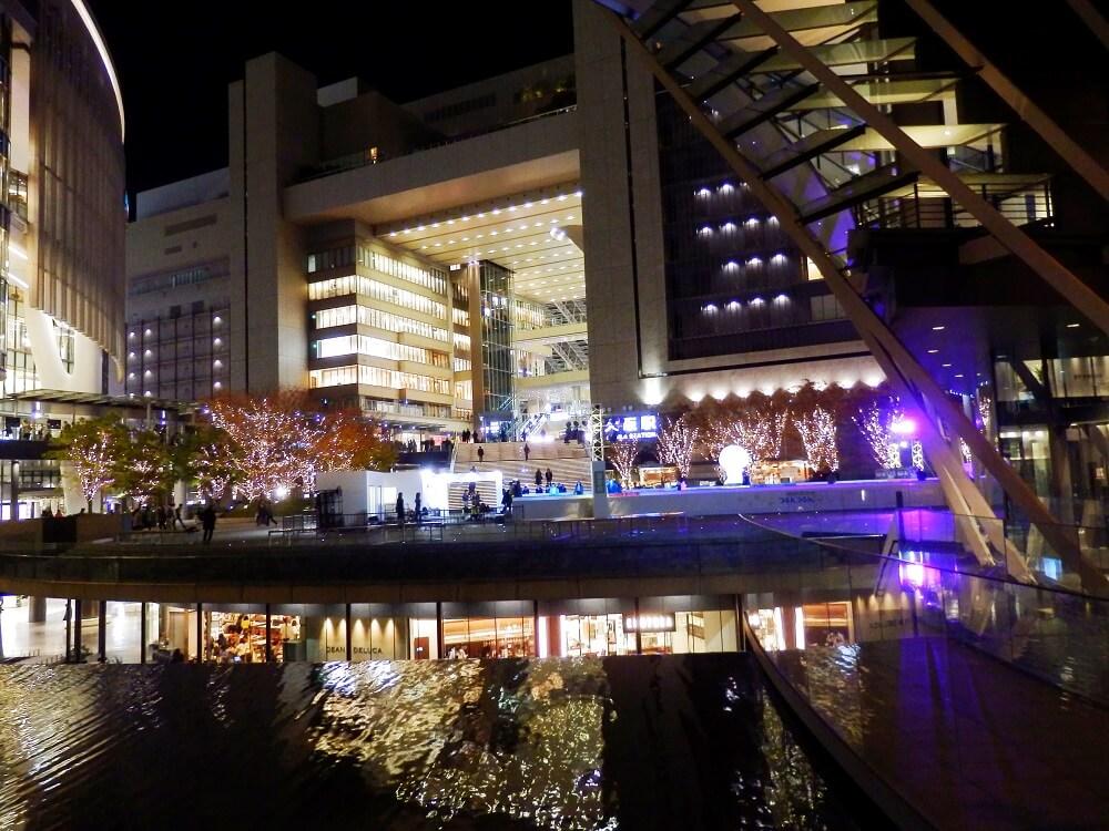 うめきた広場のクリスマスイルミネーション