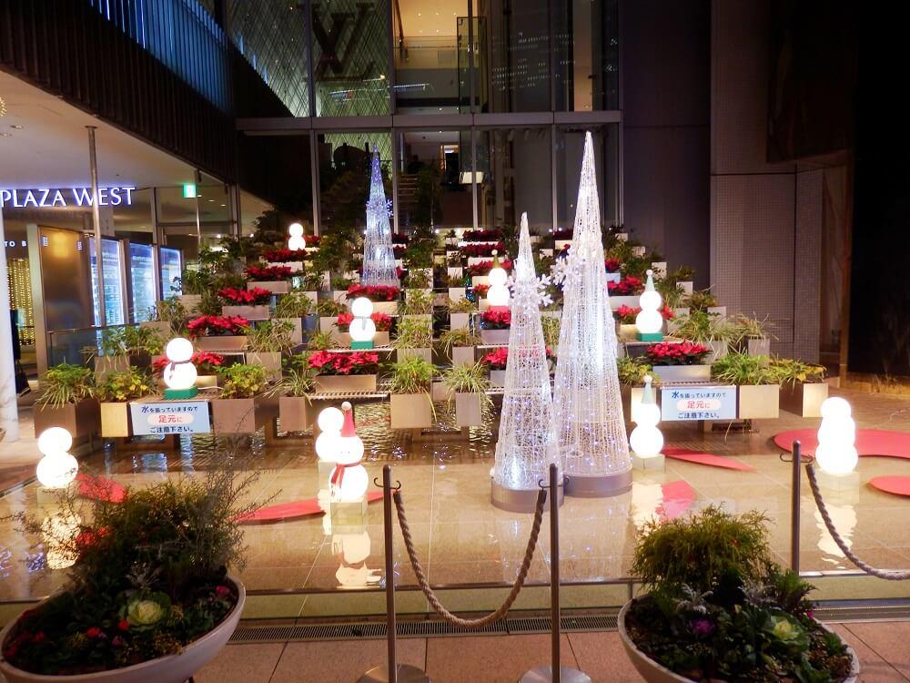 ハービスプラザENTとヒルトンプラザの共有エントランスのクリスマスイルミネーション