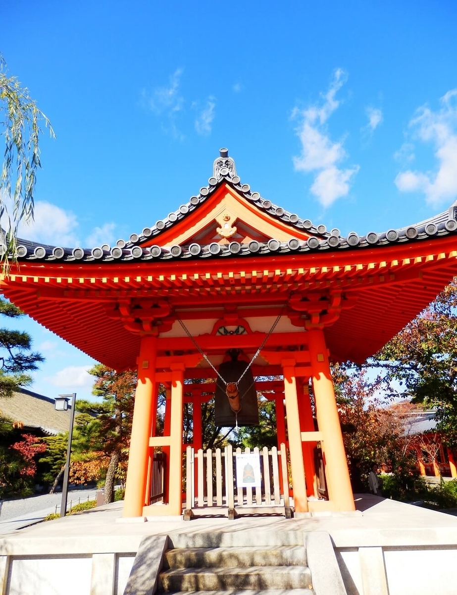 京都の三十三間堂の鐘楼