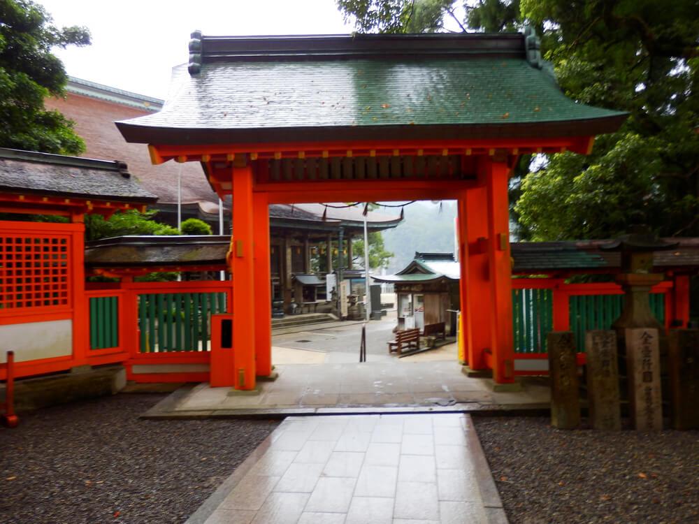 熊野那智大社と青岸渡寺をつなぐ門