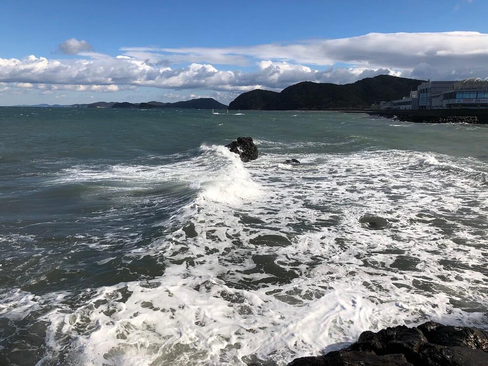二見興玉神社の夫婦岩付近の海上