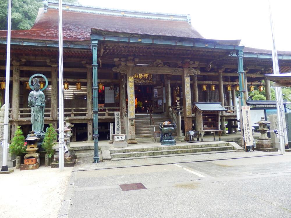 那智山青岸渡寺の本堂