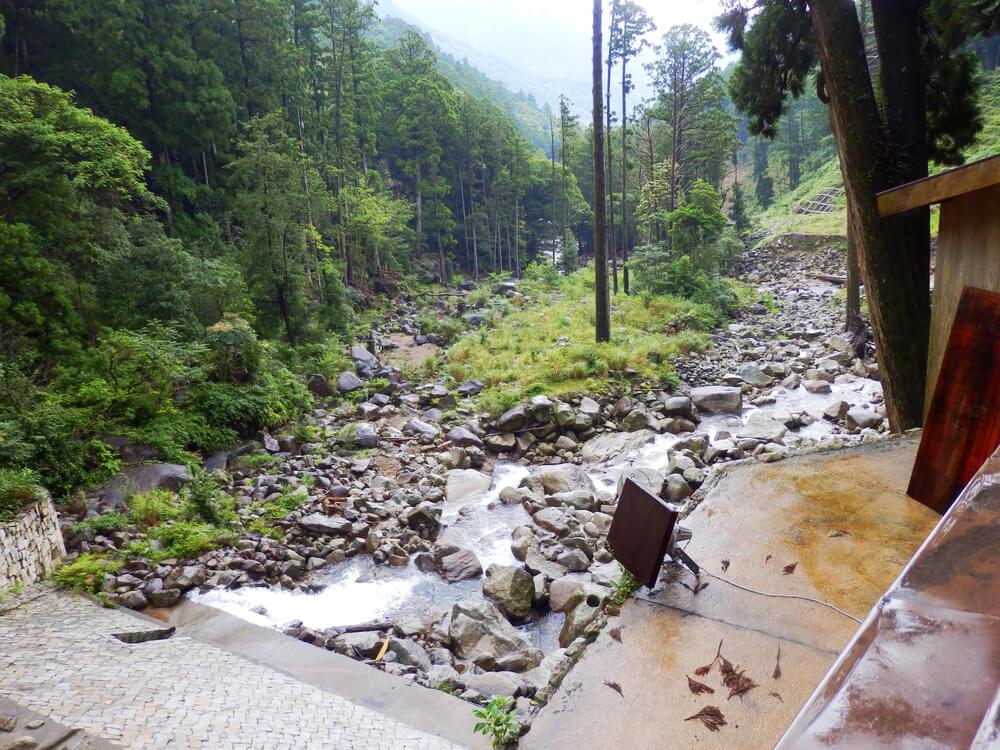 那智の大滝の滝壺の下流の風景