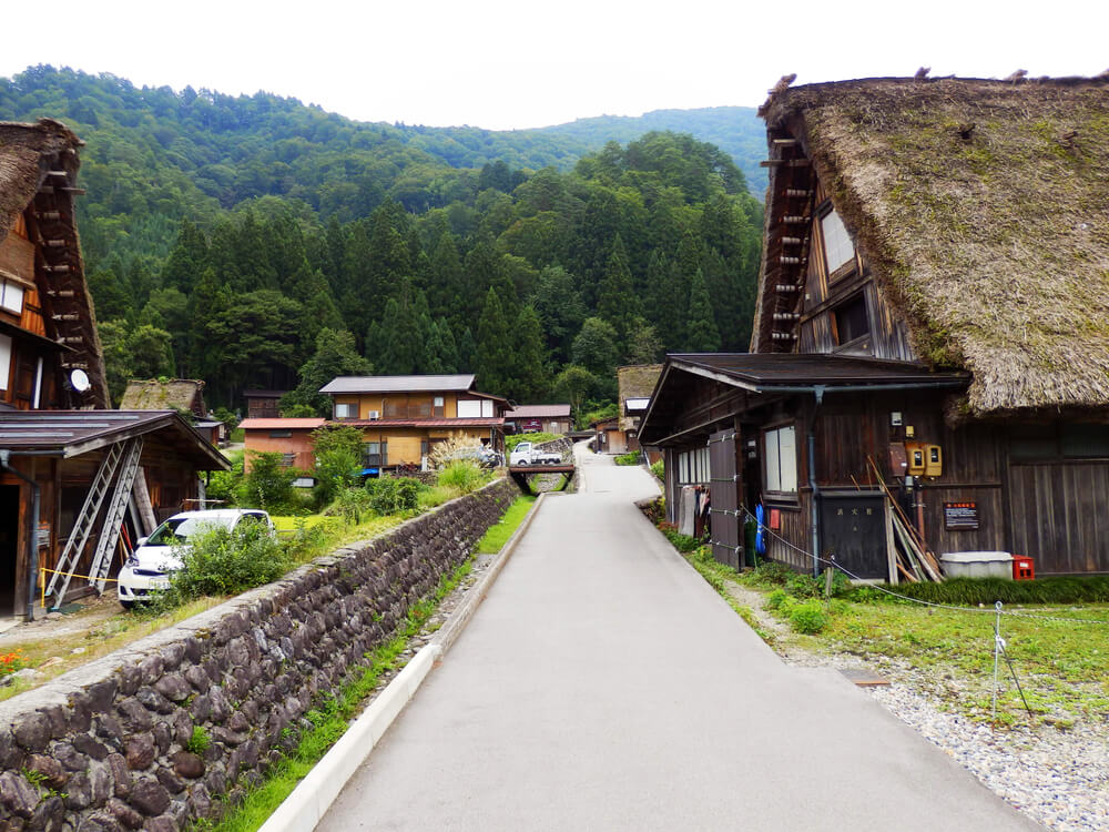 白川郷合掌村のかやぶき屋根の建造物と暮らし