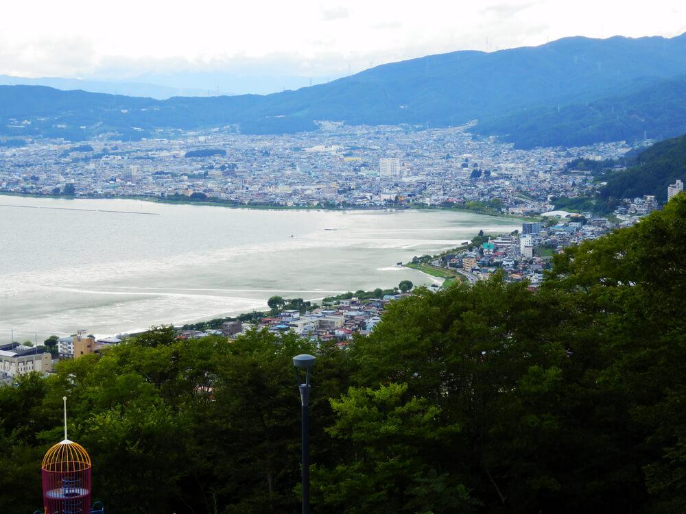 長野県の立石公園の駐車場から諏訪湖北側と下諏訪方面を望む