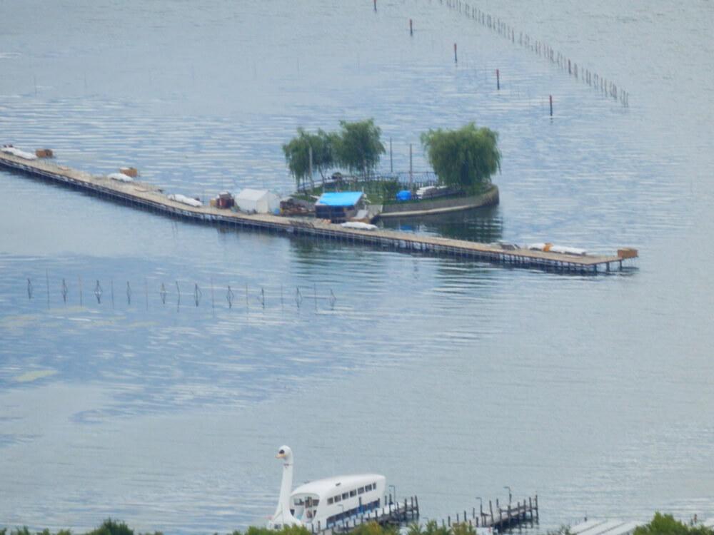 長野県の立石公園の駐車場から諏訪湖南側と上諏訪方面を望む