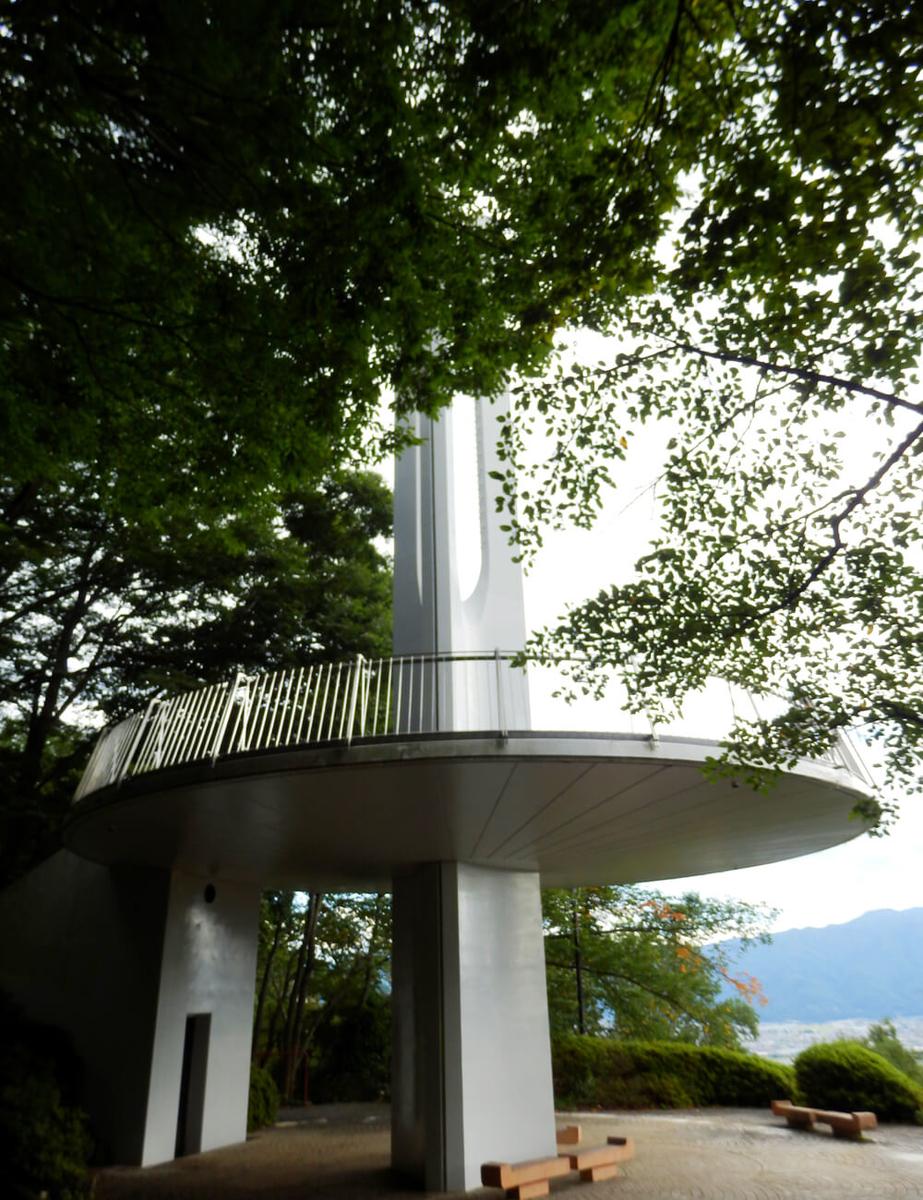 長野県の立石公園の時計塔の下部